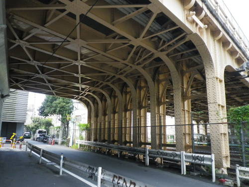 代官山から並木橋通りの裏を見る