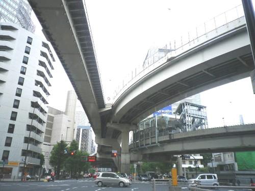 西新宿西参道入口から首都高